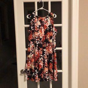 Dresses & Skirts - Floral print fun flirty dress